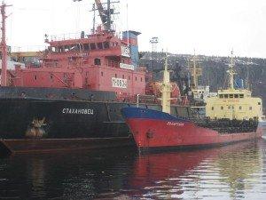 стахановец, мурманск, в порту, у причала, морские компании.