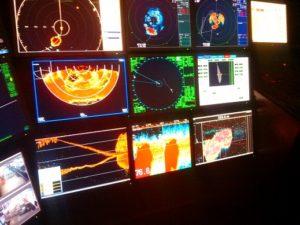 Мониторы на навигационном мостике.