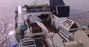 Промысловое судно стрелец, фото в море. Тральщик. Рыболовное судно. Корма.