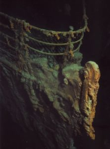 титаник под водой, нос корабля.